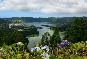 laade-gartenreisen-portugal-azoren-lagoa-azul-verde